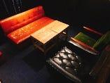 店内一番カウンター側のボックス席。2〜5名まで対応してます。商談ミーティングや友人との会食など様々なシーンでご利用いただけます!