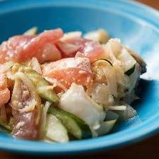 刺身をはじめ多彩な料理でおもてなし