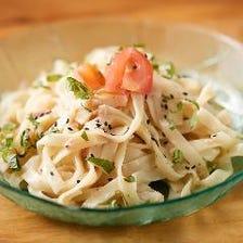 沖縄そば麺のしそマヨサラダ