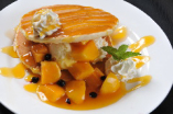 アップルマンゴーとバニラアイスクリームのパンケーキ