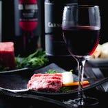 """お肉の旨味を最大に引き出すワイン""""カーニヴォ""""を是非ご一緒に。"""