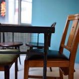 【テーブル】ビル2Fの大人の隠れ家、窓張りのオシャレな空間でお食事◎(~6名様)