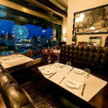 L字型ソファー席(2~8名様)ゆったりと寛ぎながらお食事をお楽しみいただけます。
