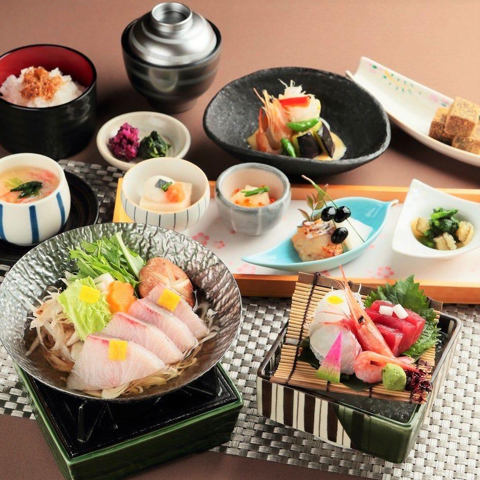 寒鰤を主菜に八寸、造り、ご飯など旬の味覚を味わってください。