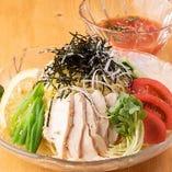 トマト鶏つけ麺は夏にぴったりの味!