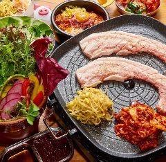 韓国料理サムギョプサルとフライドチキン スリスリマスリ 梅田店