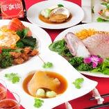 当日仕入れの新鮮な魚介や野菜を使用、シェフが食材の個性を活かしながら、心込めて調理しております。お魚の中華風刺身や香港風醤油蒸しなど大好評!!