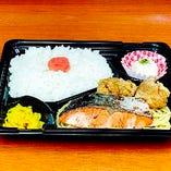 【鮭塩焼き・鶏唐揚げ弁当】500円(税込)