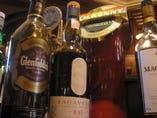 ウイスキーもお手ごろな価格で取り揃えておりますよ