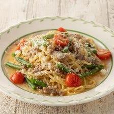 サルシッチャとフレッシュトマトのチーズペペロンチーノ