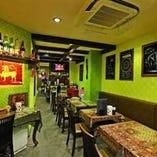 アジアンテイストな店内でゆっくりお食事をお楽しみください。