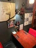 壁には馬蹄で作ったワインラックと桜のブラケットで雰囲気UP♪