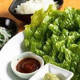 巻き野菜の薬味 (ニラサラダ・ネギ塩・サムジャン・シャキシャキワサビ)