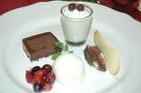 コースのデザートは複数ついてます!いろんなデザートが楽しめて幸せ!!(クリスマスデザート一例)