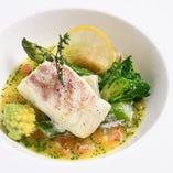 素材の絶妙な組み合わせによる繊細で軽やかなフランス料理。