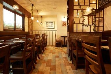 炭火焼赤身肉とクラフトビール ヴァベーネ 下北沢店 店内の画像