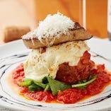 チーズが肉の旨味を増す「鴨肉とフォアグラのインボルティーニ」