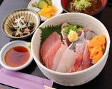 ランチ限定の海鮮丼