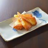 カマンベールチーズとベーコンの揚げ春巻き