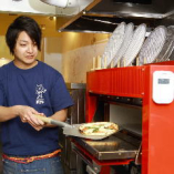 焼き釜で焼いたヤキタテピザは絶品!