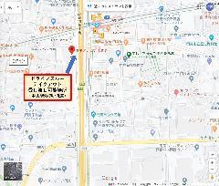 テイクアウトのドライブスルー受け渡し場所は、中央環状線沿いの側道になります。