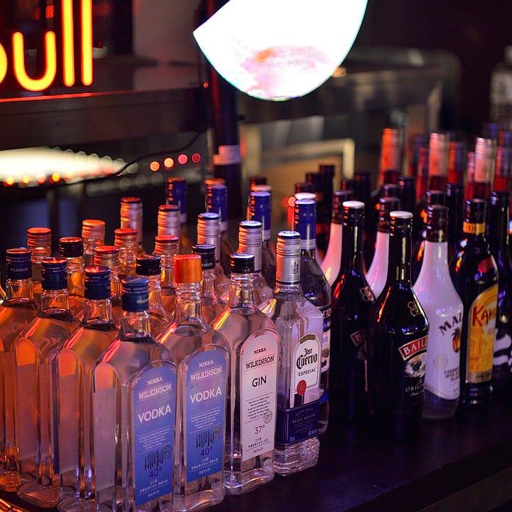 飲み放題ドリンクは80種以上。特にカクテルは幅広くラインナップ