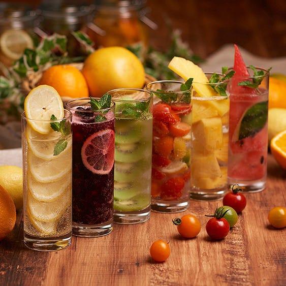 凍らせたフルーツを丸ごと入れたサッパリとジューシーなサワー☆
