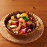 野菜たっぷり海老のアヒージョ