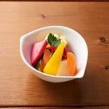 地元野菜のピクルス盛合せ