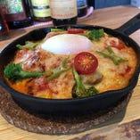 大和なでしこ卵の温玉のせ トマトソースの赤ドリア