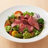 野菜14種と奈良産牛ローストビーフサラダ