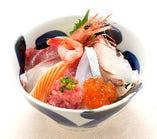 築地丼(お椀・茶碗蒸・サラダ付)