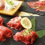 【厳選素材】 口の中でとろける肉ずしは当店の人気メニュー!