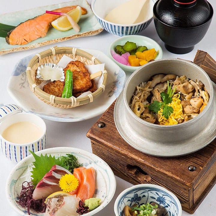 温泉付の昼食プランは季節の旨味がギュッと詰まった釜めしを堪能