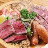 ガッツリおいしい肉コンボは人気の一品☆