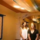 【3階】お店に飾られた美濃友禅は、岐阜伝統染物職人、美濃友禅作家・河村尚江さんの作品