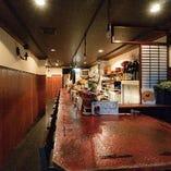 【2階】カウンター席、テーブル6名席、その他 奥個室4~5名席