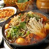 【カムジャタン鍋】ジャガイモと豚の背骨を煮込んだスープ。
