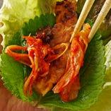 ★「カンナ三段バラ」の美味しい焼き方★【食べ方3】エゴマ&サンチュ!熱々のお肉を風味豊かなエゴマとシャキシャキのサンチュで巻いて~