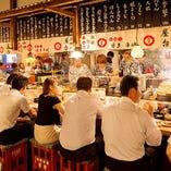 ◆提灯が灯り屋台を再現した活気溢れる店内で博多グルメを満喫