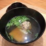 和食の主役椀物。季節で異なります。和の神髄を堪能して下さい。