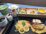 ♪いろいろレディースランチ♪は選べるメイン、3升松花堂、デザート(ドリンクバー付)