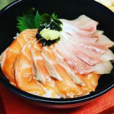 市場で仕入れた魚で作る珠玉の海鮮丼