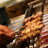 丁寧に焼きあげた旨味がギュッとつまった国産鶏の焼き鳥。