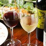 ソムリエ厳選ワインは、季節や仕入れごとに新しい味をどうぞ…
