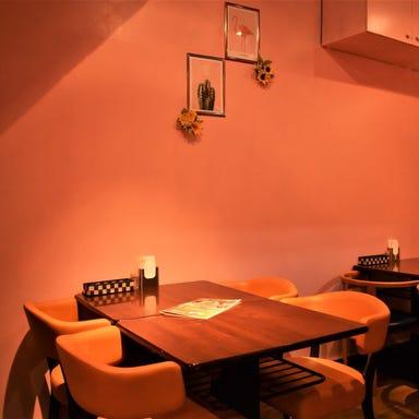 Asian bistoro 食べ放題 トップスパイス神田錦町店 店内の画像