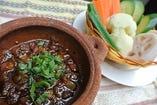 ホーチミン伝統の味! ラウルック (旬の茹で野菜と豚肉を甘辛魚醤だれにつけて)