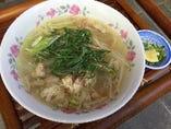 バインカン (南部サイゴンの鶏肉もちもちうどん)