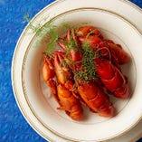 夏期はザリガニ料理が断然おすすめ。旨味が凝縮された逸品料理。