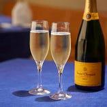 シャンパンもご用意しております。特別な日の乾杯にご利用ください。